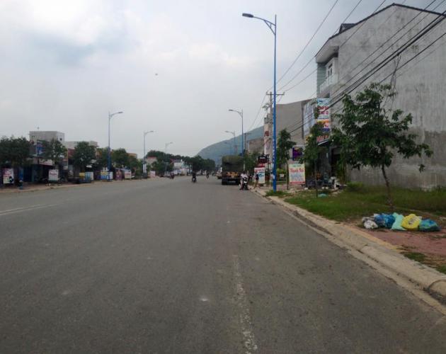 Một góc con đường cạnh dự án
